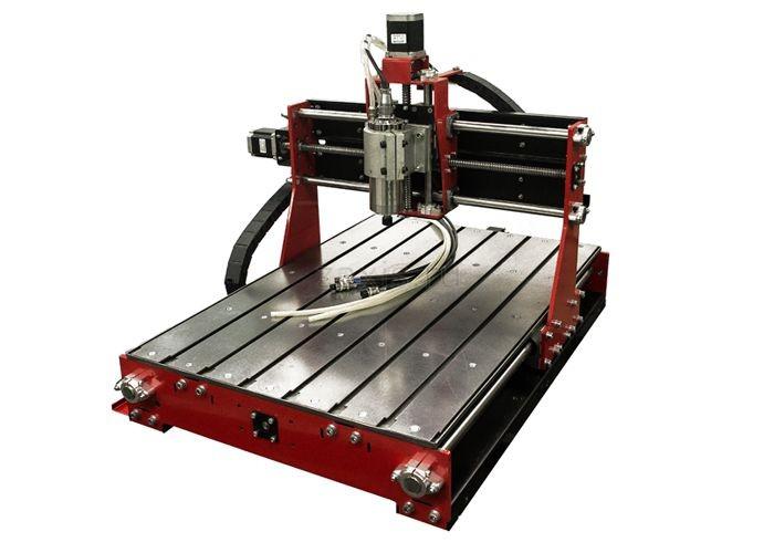 В производстве пятикоординатный фрезерный станок с ЧПУ, можно купить из наличия